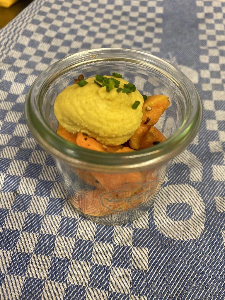 Süßkartoffel mit Hummus